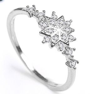 Jewelry - 18K White Gold Diamond Snowflake Ring